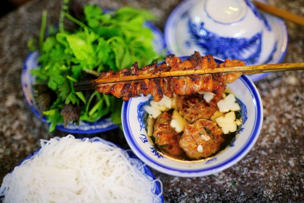 Đừng quên thử món bún chả khi đến Việt Nam