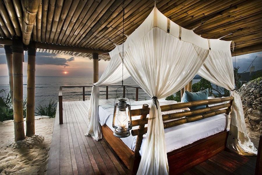 iệt thự bên vách đá, giúp du khách có thể nghỉ ngơi ngay giữa thiên nhiên mà không bỏ lỡ cảnh bình mình trên biển hay ngắm sao trời khi màn đêm buông xuống.