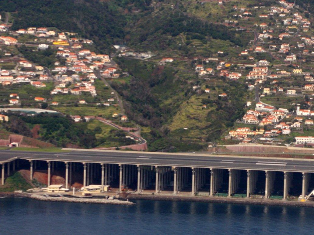 Madeira, Bồ Đào Nha nổi tiếng là một trong những sân bay nguy hiểm nhất châu Âu.
