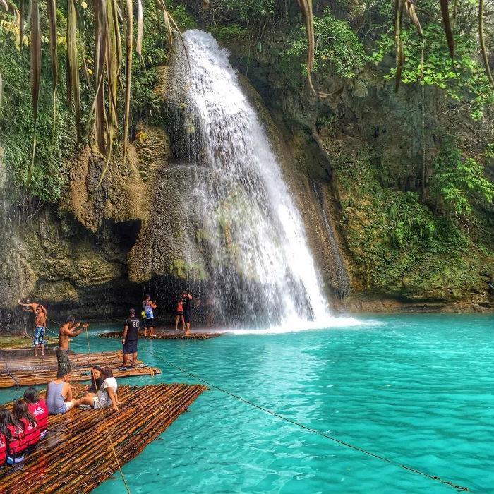 Tiên cảnh ở Kawasan và thú vui 'bè trên thác'