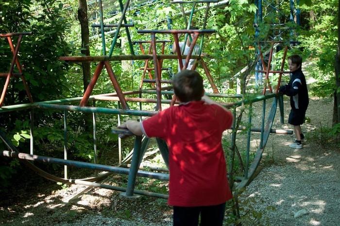 Sau hơn 40 năm, Bruno đã tự xây dựng được cả một công viên giải trí trong rừng. Nơi đây có những chiếc xe kỳ lạ, xích đu, ván trượt, tàu lượn chạy bằng sức người…