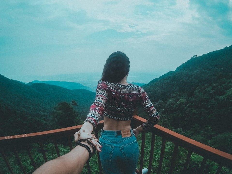 Lấy ý tưởng từ bộ ảnh Follow me (Theo em đi khắp thế gian) của nhiếp ảnh gia Nga Murad Osmann và bạn gái, Dũng và Trang đã quyết định thực hiện bộ ảnh tương tự phiên bản Việt.