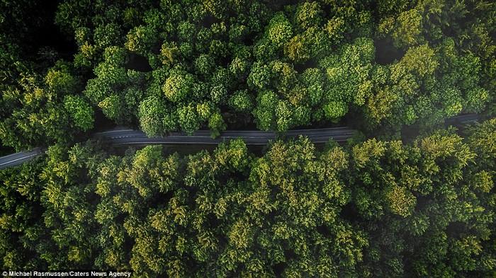 Michael cho biết chiếc máy drone của anh đem đến một góc nhìn hoàn toàn khác biệt về những nơi từng đến trước đó. Anh luôn muốn chụp được vẻ đẹp đa chiều của thiên nhiên.