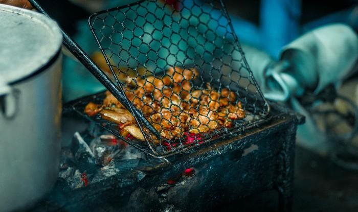 Thịt nướng trên bếp than hồng