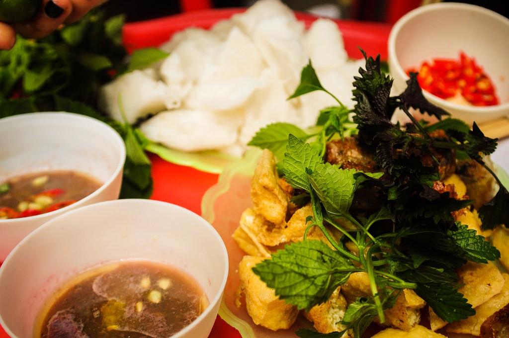 Không khó để tìm quán ăn bún đậu mắm tôm ở Hà Nội