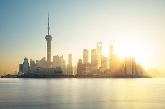14. Là một trong những nơi sầm uất nhất nhì thế giới, Thượng Hải, Trung Quốc sôi động và nhộn nhịp vào ban đêm nhưng khi bình minh tới, thành phố này lại mang vẻ đẹp bình yên đến không ngờ.