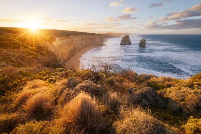 16. Giữa bờ biển hoang sơ của Úc, ánh mặt trời hòa quyện với làn nước biển trong vắt khiến con người ta cảm nhận được không khí trong lành, sảng khoái.
