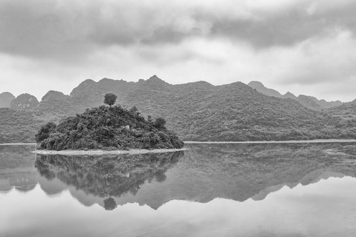 Hồ Tuy Lai vẫn giữ cho riêng mình vẻ nguyên sơ, mộc mạc đặc trưng của vùng ngoại ô Hà thành