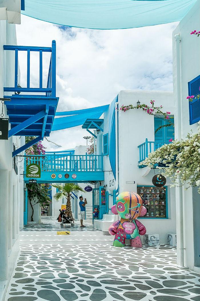 Những ngôi nhà trắng xanh đặc trưng