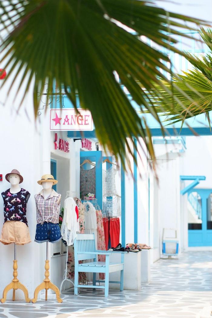 Cả những cửa tiệm quần áo cũng đáng yêu vậy mà