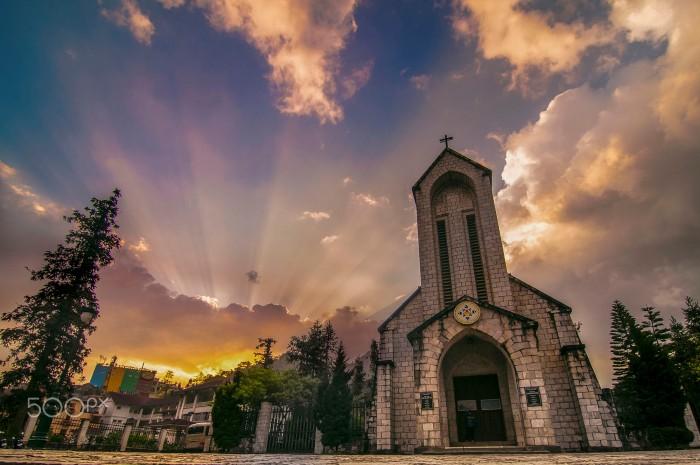 Bình minh thức giấc ở nhà thờ đá cổ