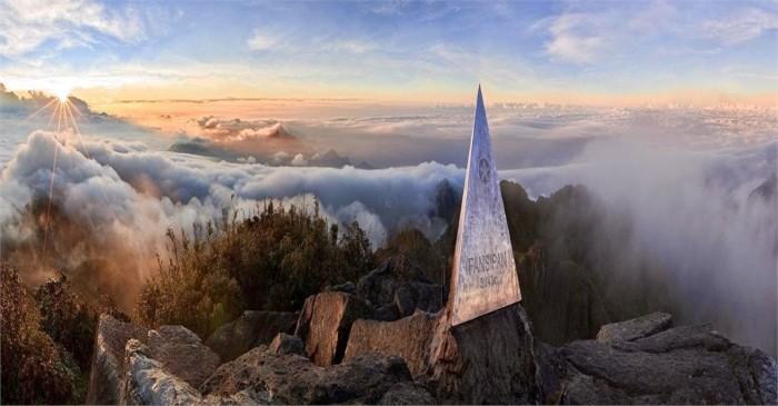 Đó là đỉnh Fansipan cao vời vợi