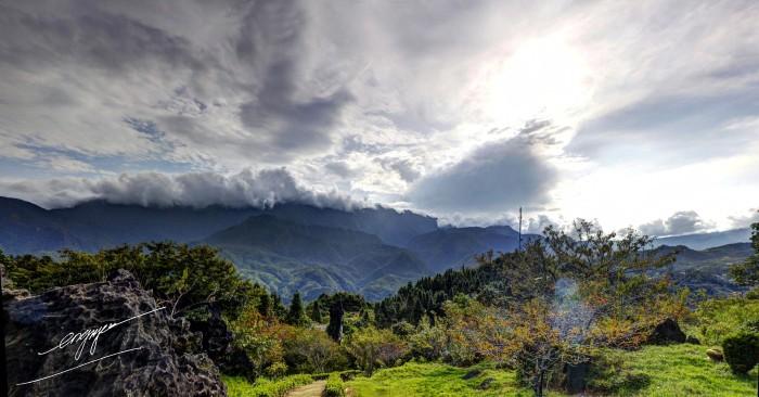 Hay lên đỉnh Hàm Rồng để ôm trọn cả một trời mây