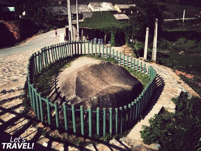 Sapa còn có bãi đá cổ nằm ở thung lũng Mường Hoa kỳ bí