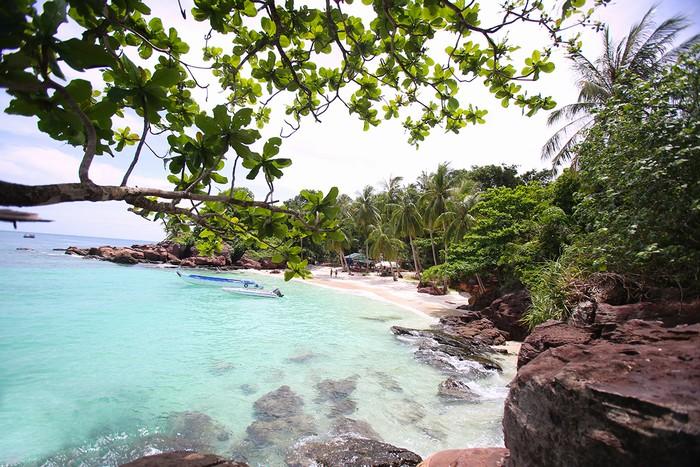 Những bãi tắm đẹp, hoang sơ, biển xanh cát trắng luôn được du khách quan tâm. Hòn Móng Tay là một trong những điểm đến còn chưa được khai phá mà bạn không nên bỏ qua khi đặt chân đến đảo ngọc Phú Quốc.