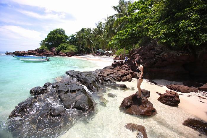 Hòn Móng Tay thực sự là điểm đến hoang sơ đẹp nhất nhì Phú Quốc với chỉ 30 phút di chuyển bằng ca nô từ bãi Sao.