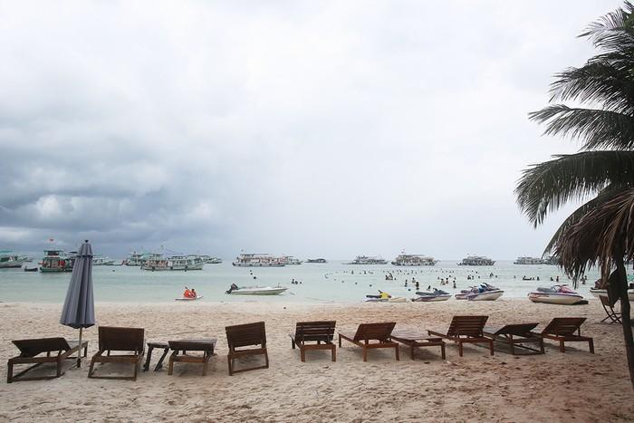 Bãi Sao (thuộc thị trấn An Thới) cách trung tâm thị trấn Dương Đông khoảng 25 km đường bộ. Đây là một trong những bãi biển đẹp nhất của đảo Phú Quốc.