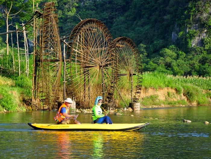 Đến với Pù Luông, bạn có thể tham gia trải nghiệm các hoạt động như đạp xe, đi bộ, chèo thuyền kayak, chèo bè...Ngoài việc tìm hiểu về sự đa dạng về động thực vật trong khu bảo tồn thiên nhiên tuyệt đẹp này, bạn còn có thể thăm các bản làng dân tộc và tìm hiểu về bản sắc văn hóa của người Thái ở Thanh Hóa.