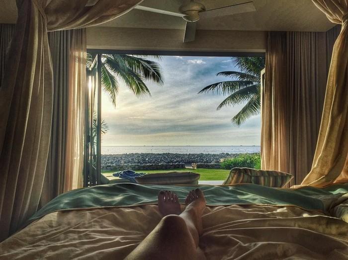Thả hồn giữa cảnh biển nhìn từ cửa phòng