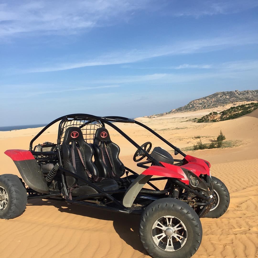 Dùng xe vượt sa mạc