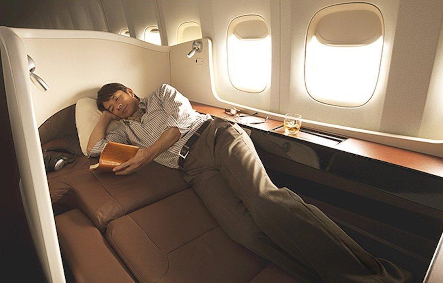 Japan Airlines xếp thứ 9 với khoang tách biệt. Hành khách có thể đóng cửa để đảm bảo sự yên tĩnh.