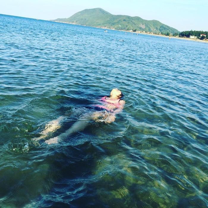 Để ta thỏa sức đắm chìm trong làn nước trong xanh tận đáy - Ảnh: Thuydo