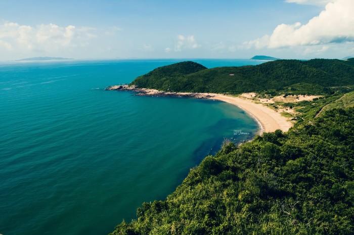 Đảo Vĩnh Thực - hòn đảo xinh đẹp vẹn nguyên nét hoang sơ - Ảnh: Hưng Việt