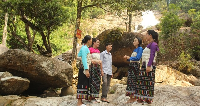 Những thiếu nữ Thái Đen ở bản Năng Cát