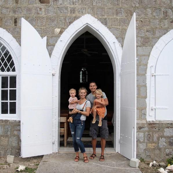 Ai cũng mơ có chồng là triệu phú đẹp trai, bán hết tài sản để đưa vợ con đi du lịch như thế này - Ảnh 9.