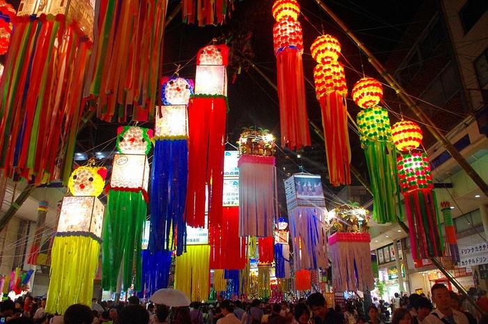 Đường phố Nhật Bản khi lễ hội Tanabata về