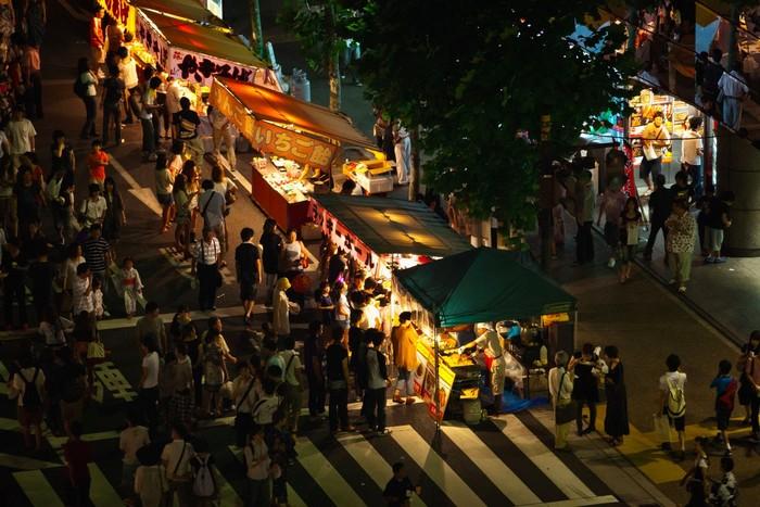 Lễ hội tổ chức trong 3 đêm liền
