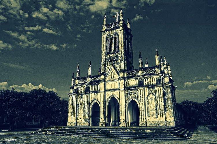 Màu thời gian nhuốm trên nhà thờ Cổ Hà Dừa - Ảnh: Thanh Nguyen Tran
