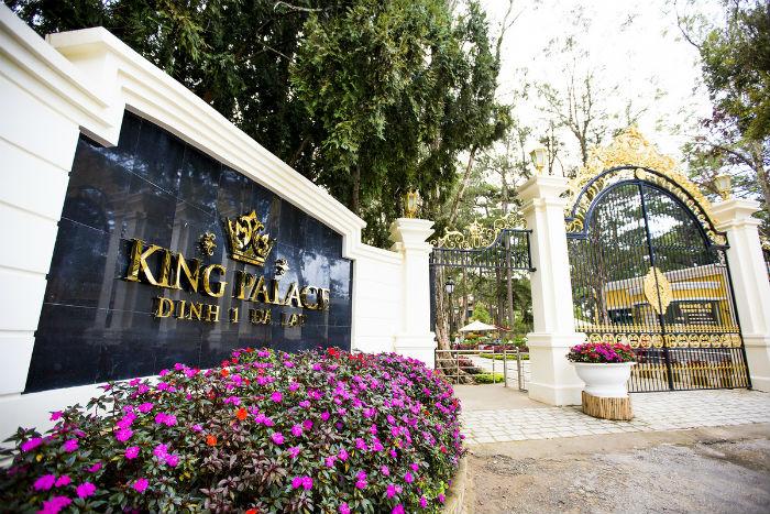 Dinh I nằm trên đường Trần Quang Diệu, thuộc phường 10, thành phố Đà Lạt, cách trung tâm chừng 4 km về hướng đông nam, trên đồi thông có độ cao hơn 1.500 m.