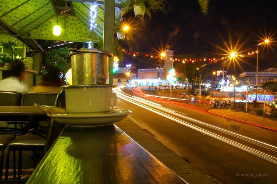 Góc quán cafe quen thuộc trên con phố Lê Đại Hành