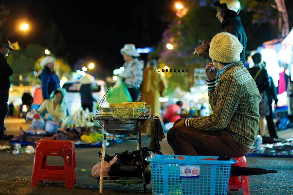 Cuộc sống về đêm nhộn nhịp ở chợ Đà Lạt