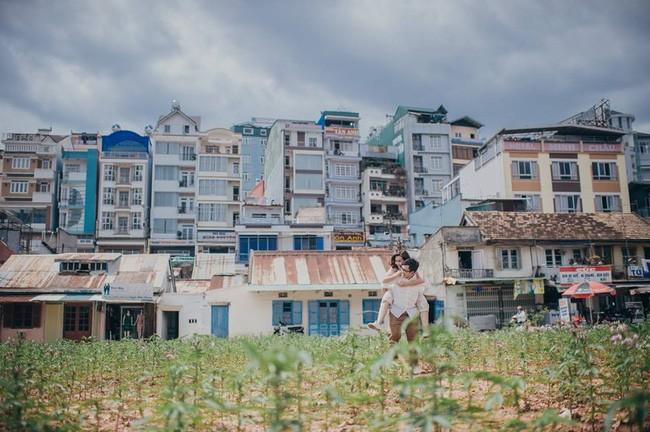 Những bộ ảnh cưới đẹp xuất sắc khi các cặp đôi nước ngoài sang Việt Nam chụp - Ảnh 4.