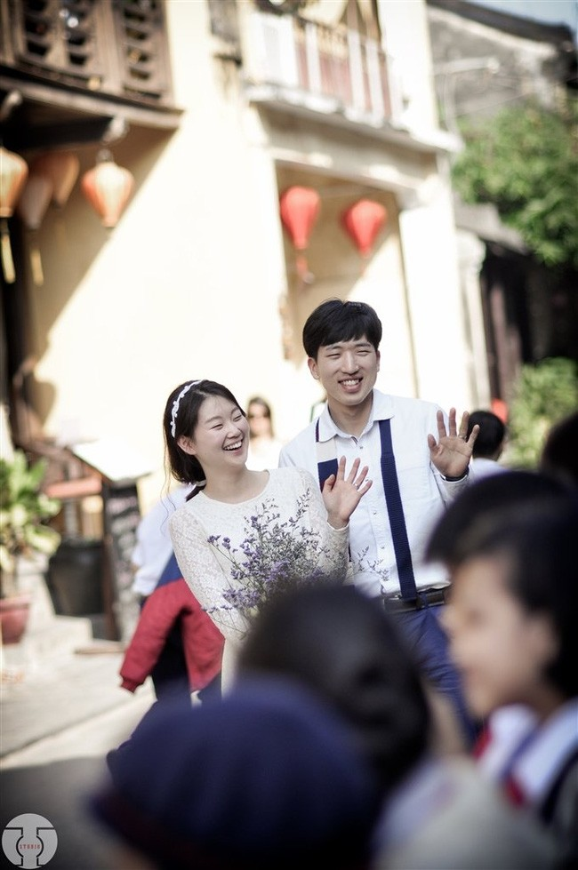 Những bộ ảnh cưới đẹp xuất sắc khi các cặp đôi nước ngoài sang Việt Nam chụp - Ảnh 20.