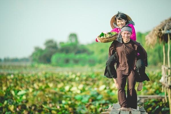 Những bộ ảnh cưới đẹp xuất sắc khi các cặp đôi nước ngoài sang Việt Nam chụp - Ảnh 24.
