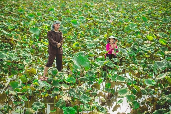 Những bộ ảnh cưới đẹp xuất sắc khi các cặp đôi nước ngoài sang Việt Nam chụp - Ảnh 26.