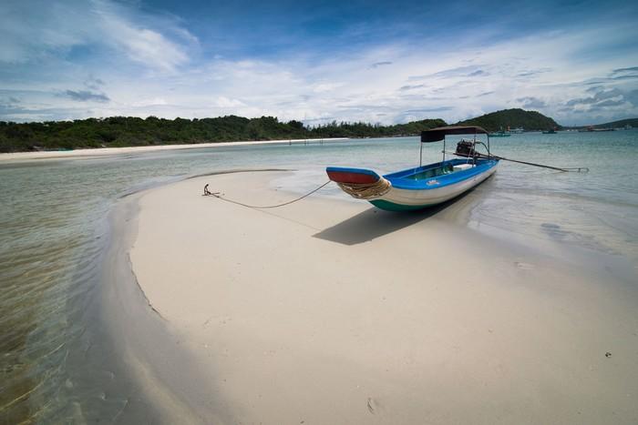 Nước trong cát trắng khung cảnh nên thơ