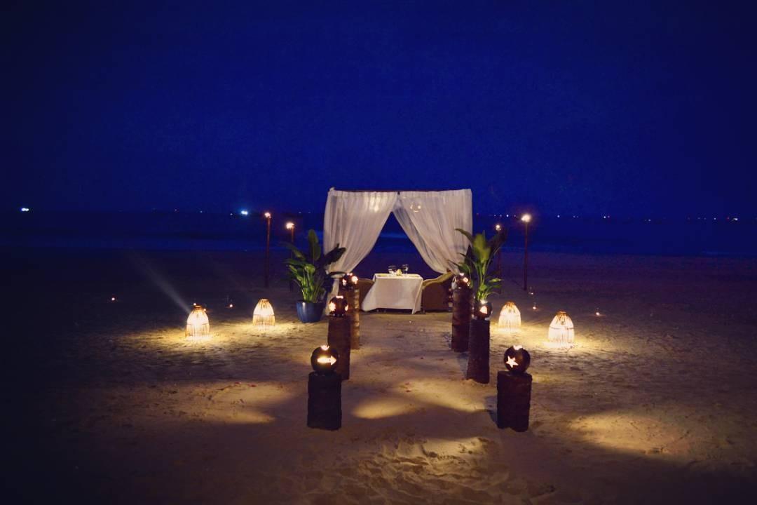 Bữa tối lãng mạn trên bãi biển