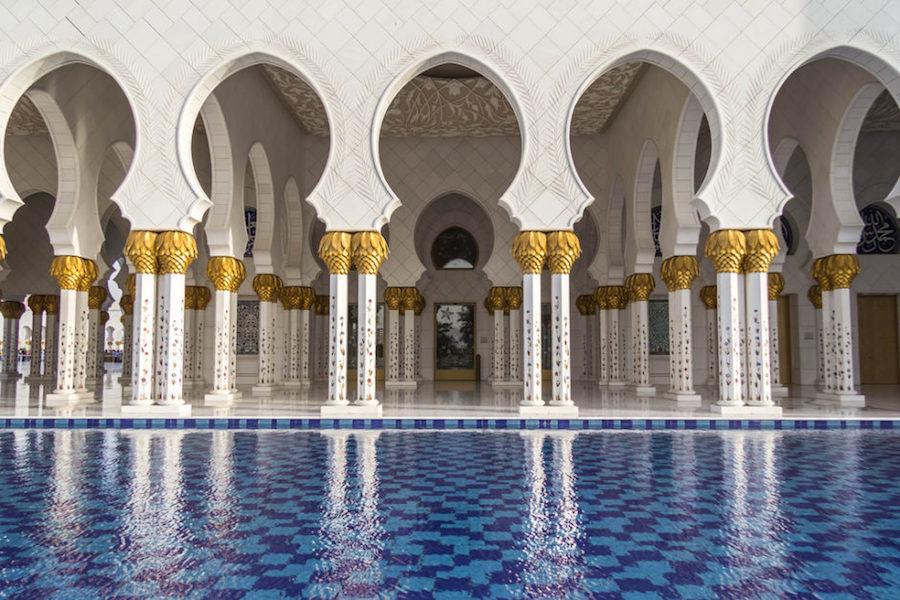 Nhà thờ Sheikh Zayed là một trong 10 thánh đường Hồi giáo lớn nhất thế giới có sức chứa lên tới 40.000 người.