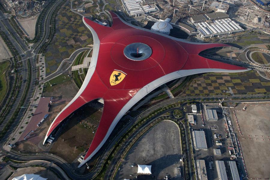 Ferrari World là công viên giải trí trong nhà lớn nhất thế giới, được xây dựng theo chủ đề Ferrari - thương hiệu nổi tiếng và được ưa thích nhất ở UAE.