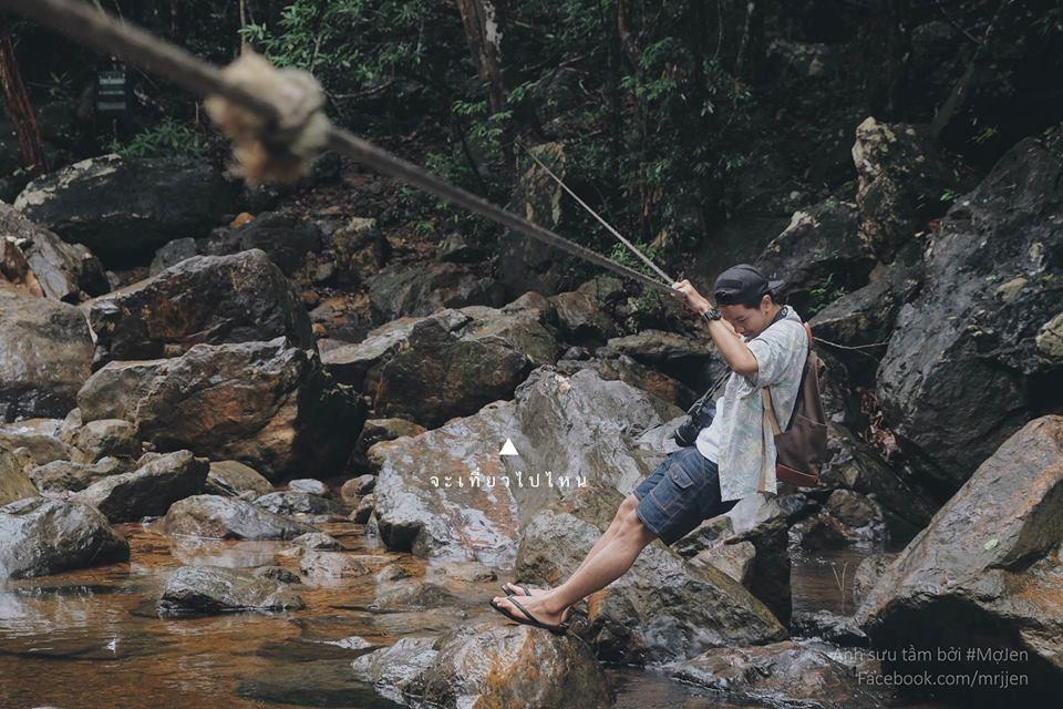 Đi chơi ở thác nước.