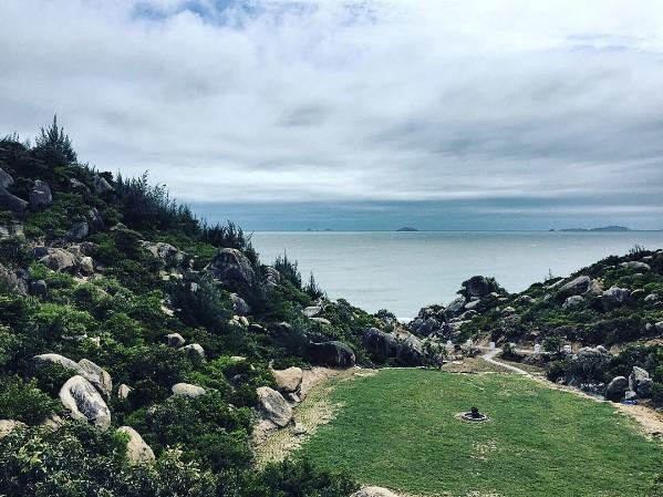 Khung cảnh bình yên ở biển Trung Lương