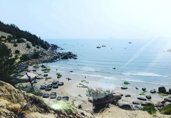 Những chiếc thúng bên bờ biển