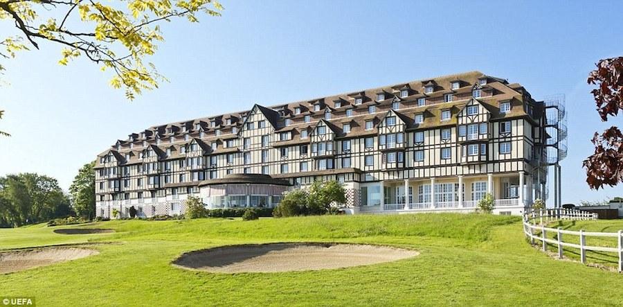 Hotel du Golf Barriere của vùng quê Normandy, thiên đường cho những người đam mê thể thao, là nơi đội hình Croatia chọn nghỉ ngơi trong mùa Euro 2016.