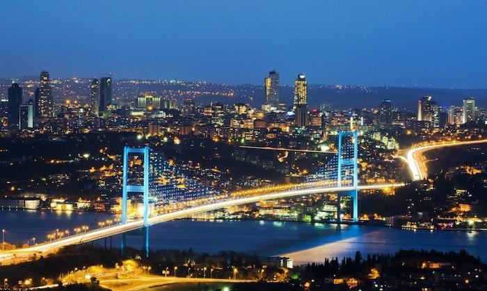 Tên Bosphorus trong tiếng Hy Lạp có nghĩa là eo biển bò, dựa theo thần thoại về thần Zeus.