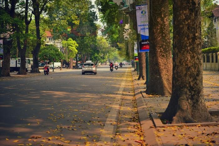Thu Hà Nội – một góc phố vắng