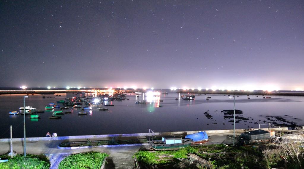 Bức tranh ảo diệu của Bạch Long Vĩ trong đêm